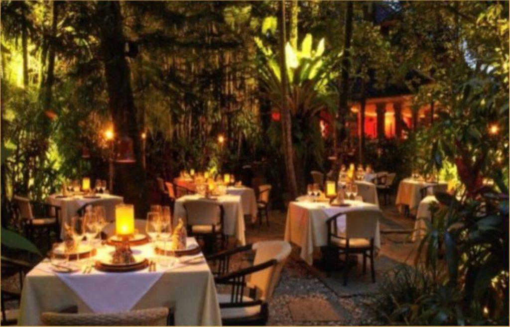 Hình ảnh của một nhà hàng cao cấp yên tĩnh và cao cấp